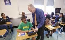 Cho học sinh dùng điện thoại trong lớp: Chuyện đau đầu ở nhiều nước