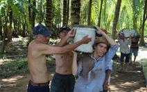 Đội xích lô Sài Gòn về quê giúp bà con làm đường bêtông