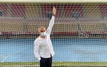 HLV Mourinho yêu cầu đổi khung thành trước trận thắng ở Europa League vì… quá nhỏ
