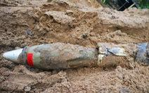 Phát hiện trái đạn cối trong bãi cát cửa hàng vật liệu xây dựng