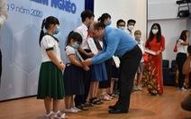 110 con em các công nhân khó khăn, bệnh hiểm nghèo được nhận học bổng