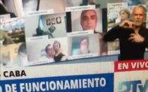 Nghị sĩ Argentina hôn ngực vợ trong khi họp trực tuyến đã từ chức