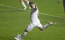 Video: Quả phạt đền dở tệ của Higuain trong ngày ra mắt đội bóng mới