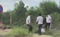 Tài xế taxi Vinasun và Mai Linh đánh nhau như phim ngoài sân bay
