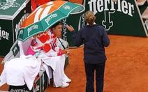 Azarenka tự ý rời sân 45 phút ở Roland Garros vì…. lạnh