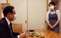 Ứng viên thủ tướng Nhật bị 'ném đá' vì đăng ảnh vợ như người hầu