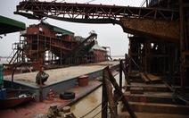 Bắt quả tang 15 tàu hút 500.000m3 cát trái phép trên sông Hồng