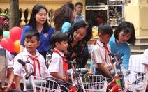 Xe đạp, trống Đội cùng trẻ em vui Trung thu