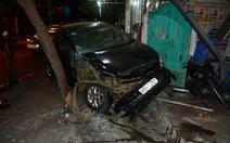 Tài xế say xỉn chạy ôtô tông hàng loạt xe máy, đâm vào nhà dân