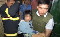 Công an phải đột nhập giải cứu bé gái bị cha và người tình đánh gãy tay