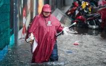 TP.HCM mưa diện rộng, ngập nước nhiều tuyến đường