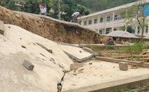 Trường học bị sạt lở, sụt lún nghiêm trọng, 140 học sinh phải đi học nhờ