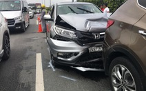 Bốn xe tông nhau trên cao tốc ngày đầu năm mới