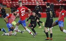 Messi sút phạt 'tinh quái' giúp Barca thắng trận thứ 3 liên tiếp