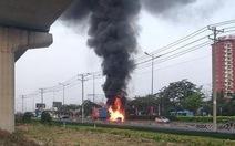 Khói lửa dữ dội 'nuốt chửng' đầu xe container trên xa lộ Hà Nội, Thủ Đức