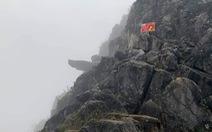 Khách du lịch rơi từ mỏm đá 'tử thần' ở đèo Mã Pí Lèng xuống khe đá