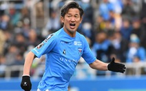 'Vua Kazu' Miura gia hạn hợp đồng và sẽ thi đấu chuyên nghiệp ở tuổi 54