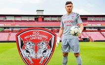 Muangthong United muốn phạt Văn Lâm