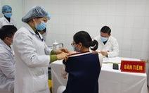 3 nữ tình nguyện viên tiêm thử nghiệm vắc xin ngừa COVID-19 liều cao nhất