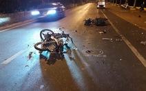 Xe máy đối đầu nhau, 2 người chết