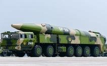Báo Nhật: Trung Quốc bắn tên lửa đạn đạo, đánh chìm 'tàu đang chạy trên Biển Đông'