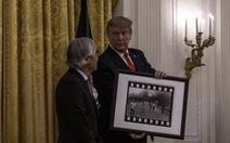 Nhiếp ảnh gia Nick Ut tiết lộ hậu trường chuyện ông Trump tặng huân chương