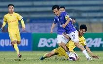 Hà Nội FC thua đau ở Nam Định vì mặt sân bị tưới nước ướt đẫm?