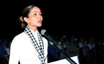 Hoa hậu H'Hen Nie nghẹn ngào phát biểu tại nghĩa trang Hàng Dương