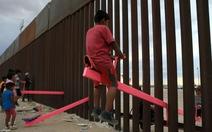 Teeter Totter Wall: Vinh danh bập bênh ở biên giới Mỹ - Mexico