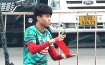 Clip: Phì cười cảnh Phan Thanh Hậu vật lộn với dây chun