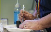 Anh gây sốc: Cho phép tiêm 2 loại vắc xin COVID-19 trên cùng một người