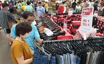 Bùng nổ mua sắm dịp Tết dương lịch, siêu thị 'hứa' khuyến mãi kéo dài