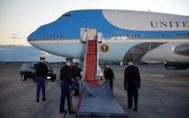 21 tiếng đại bác đã vang lên chia tay ông Trump tại sân bay Andrews