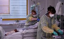Châu Âu phát hoảng với 3 biến thể virus, tình hình 'rất nghiêm trọng'
