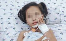 Bé gái 7 tuổi bỗng liệt tứ chi vì hội chứng thần kinh hiếm gặp