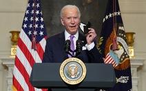 Chống COVID-19: Tổng thống Mỹ nói 'khẩu trang tốt hơn vắc xin'