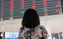 Bán tháo cổ phiếu sau tin COVID-19, chứng khoán Việt giảm mạnh nhất thế giới