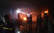Cháy lớn tại nhà kho chứa bông gòn, nệm