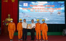Điện lực Miền Nam trao quà xuân cho con em chiến sĩ Vùng 2 Hải quân