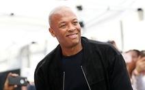Rapper nổi tiếng Dr. Dre trấn an khán giả sau khi nhập viện vì phình động mạch não