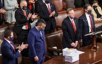 Khoảnh khắc các nghị sĩ Cộng hòa vỗ tay thách thức kiểm phiếu bang Arizona