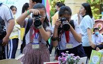 Học sinh thích thú với vòng chung kết thi ảnh 'Trò chuyện cùng sách'