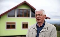 Cụ ông 72 tuổi tự xây nhà 'biết xoay' tặng vợ