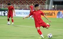 Tuyển Việt Nam làm quen sân Sultan Qaboos chờ đấu Oman
