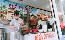 Hà Nội ngày đầu 'bình thường mới': Hàng quán nhộn nhịp, xe buýt vắng khách
