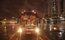 Chuyến xe khách liên tỉnh đầu tiên 'vượt mưa' rời Hà Nội