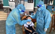Cho học sinh 'vùng xanh' ở TP.HCM trở lại trường: Nên chờ tiêm vắc xin xong?