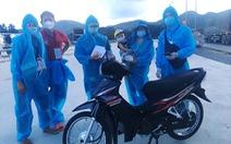 Nhiều người về quê được tặng xe máy mới, giao tận quê khi đi ngang Đà Nẵng