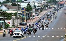 Hàng ngàn người đi xe máy quay lại phía Nam làm việc
