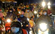 Cảnh sát dẫn đường gần 8.000 người từ Đồng Nai, Bình Dương đi xuyên đêm về Tây Nguyên